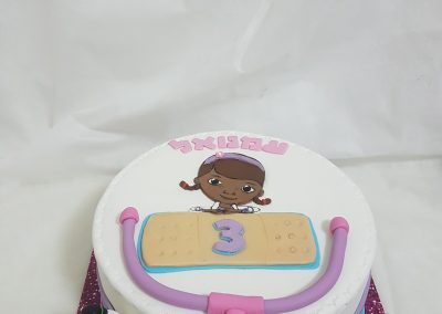 עוגת דוק רופאת הצעצועים