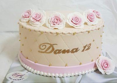 עוגת בת מצווה 12 עם ורדים