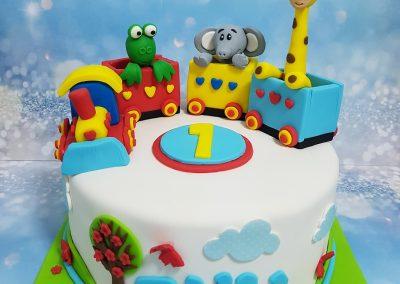 עוגת רכבת עם חיות מתוקות