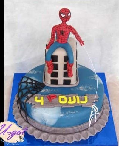 עוגת ספיידרמן יושב