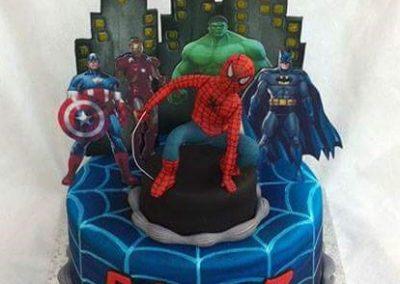 עוגת ספיידרמן וגיבורים רקע
