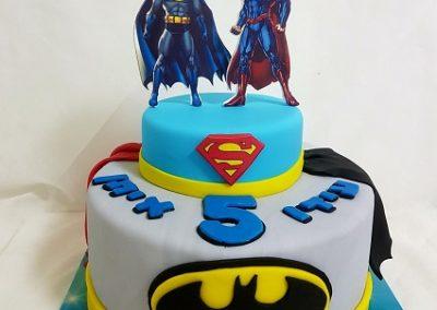 עוגת סופרמן ובאטמן דף אכיל