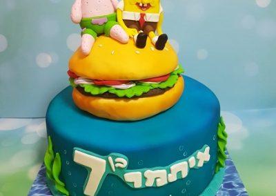 עוגת בובספוג ופטריק יושבים על המבורגר
