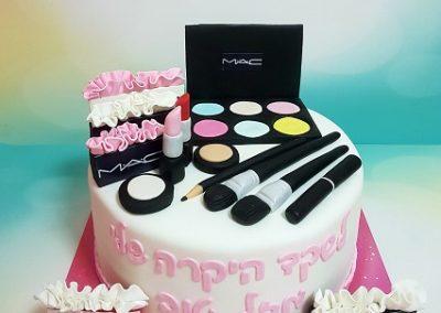 עוגת איפור חברת MAC ושקיות מותגים