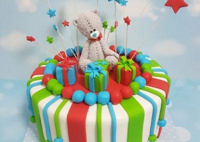 עוגת דובי עם מתנות