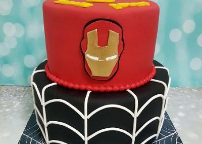 עוגת ספיידרמן ואיירון מן