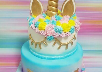 עוגת חד קרן צבעונית וזהב
