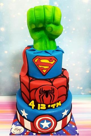 עוגת גיבורים 3 קומות עם אגרוף של הענק הירוק