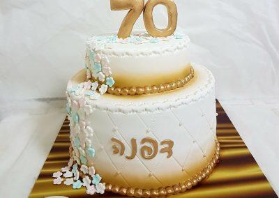 עוגת גיל 70 זהב ופרחים