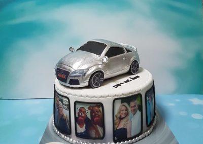 עוגת אאודי ותמונות מסביב