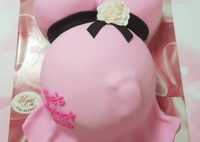 עוגה לאשה בהריון עם תינוקת