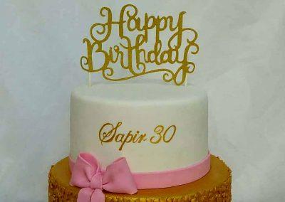 עוגת יום הולדת עם פייטים מזהב