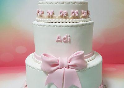 עוגת בת מצווה ורודה עם פפיון