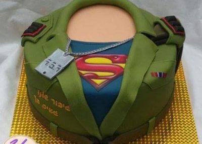 עוגת מדים וחולצה של סופרמן