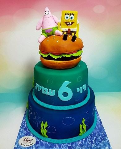עוגת בוב ספוג ופטריק יושבים על המבורגר