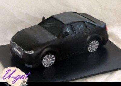 עוגת מכונית אאודי שחורה