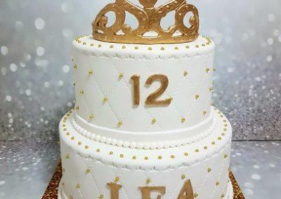 עוגת בת מצווש עם כתר זהב