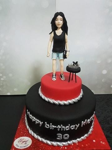 עוגה לבחורה שחוגגת 30