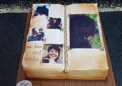 עוגת ספר ענקי