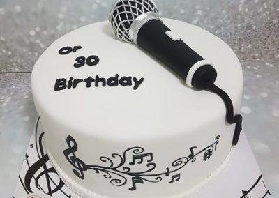 עוגת מיקרופון ותווים