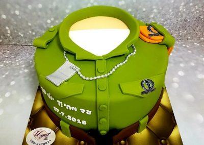 עוגת מדים של חיילת לגיוס