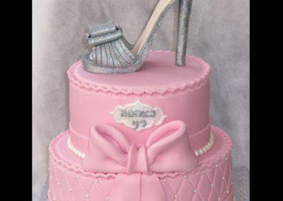 עוגת קומות נעל עקב