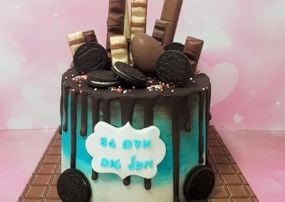 עוגת שוקולד עם שוקולדים ועוגיות אוריאו