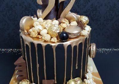 עוגת שוקולדים מצופה זהב